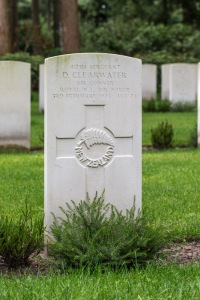 nzwargraves.org.nz/casualties/desmond-clearwater © New Zealand War Graves Project
