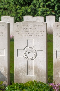 nzwargraves.org.nz/casualties/ronald-fraser-davis © New Zealand War Graves Project