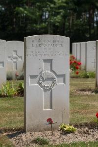 nzwargraves.org.nz/casualties/laurence-john-kirkpatrick © New Zealand War Graves Project
