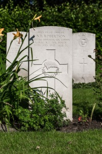 nzwargraves.org.nz/casualties/norman-bruce-robertson © New Zealand War Graves Project
