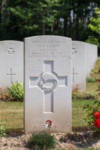 nzwargraves.org.nz/casualties/hugh-powell-sands © New Zealand War Graves Project