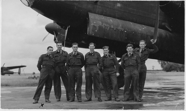 RW Birch crew 75 Squadron photo 1 B&W ramped up dpi