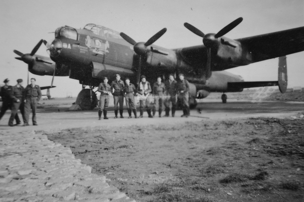 The Elmslie crew at Mepal, October 1944, in front of AA-A with its Foaming Beer Tankard nose art. Left to Right: Jim Elmslie (Pilot), Alan Wiltshire (Nav), Ken Futter (F/E), Jim McKenzie (B/A), Peter Dear (W/Op), John Vallender (RG), Gordon Burberry (M/UG) Photo from Alan Wiltshire, courtesy of NZ Bomber Command Association archives.