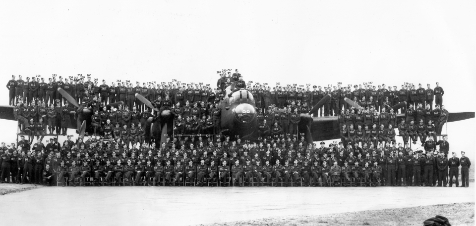Full Squadron 1945 heald NUMBERED