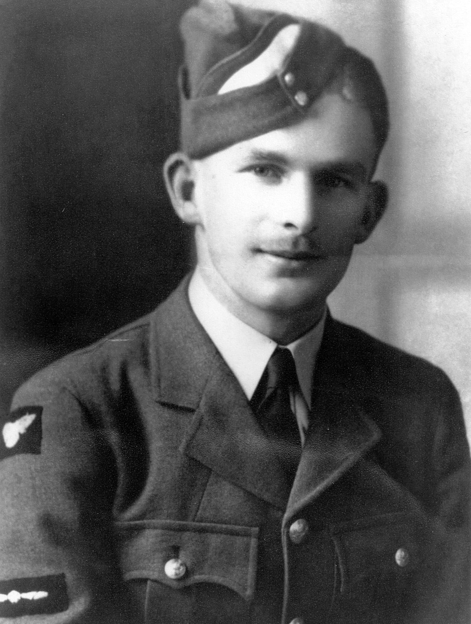 Sgt Ronald Alexander Smith RNZAF NZ415378, Rear Gunner with the McCaskill crew. Died on the 15th April 1943, on the Stuttgart Op, age 21. - ron-smith-nz-cropped-and-cont