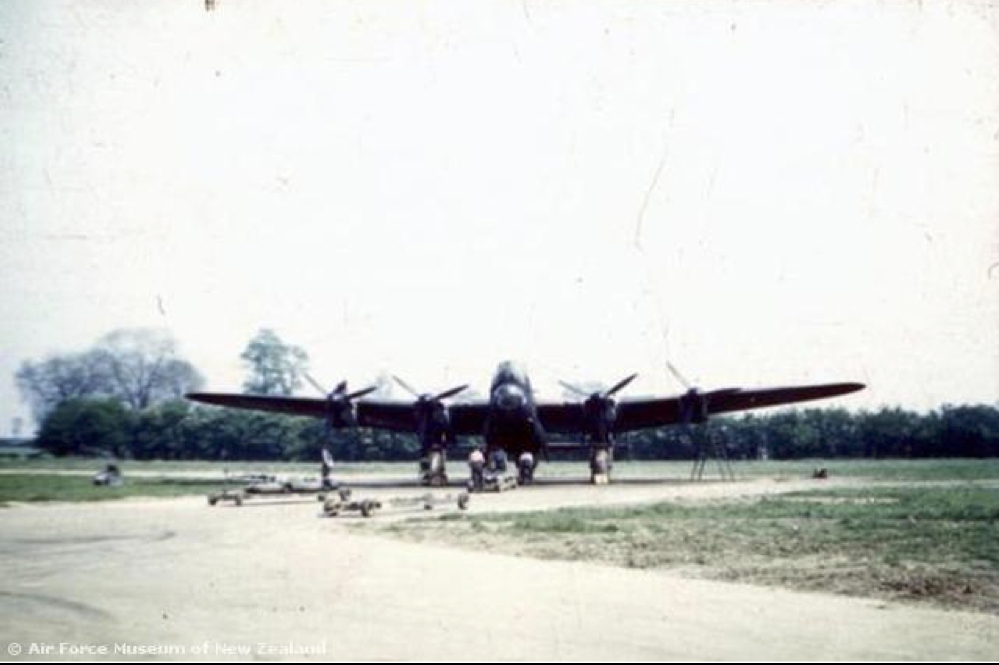 mepal airfield crash on take off 75 nz squadron. Black Bedroom Furniture Sets. Home Design Ideas