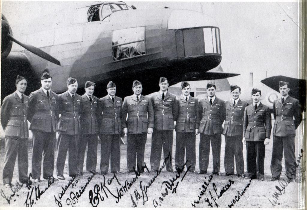 1NZFlight-officers1939[3]