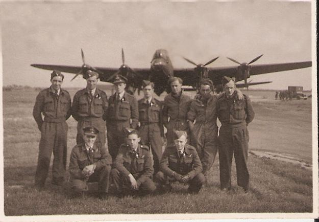 1. LANCASTER AIRCREW AND GROUNDCREW 1944