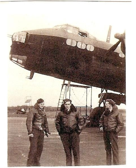 Frank%20standing%20under%20nose%20of%20Stirling%20Bomber%20N6123%20AA-Q%20-%2075%20Squadron[7]