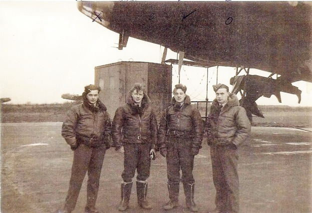 Going-crew-Frank%20with%20crew%20underneath%20the%20nose%20of%20their%20Stirling%20Bomber[5]