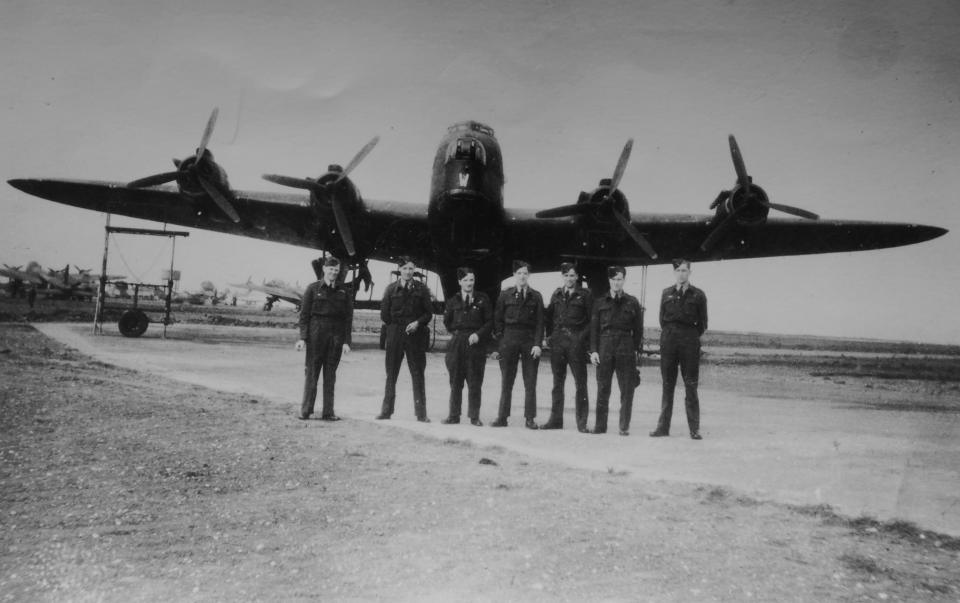 75 squadron Mepal 1943 left to right Speedie Williams pilot,Ivon Kate RG,Shorty Carson B:A, Taffy Williams W:OP, Trevor nav < Dicky F:E and Billy M:UG