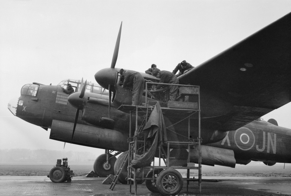 Avro_Lancaster_-_Mepal_-_Royal_Air_Force_1939-1945-_Bomber_Command_CH14681